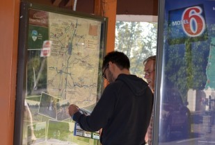 Oregon Travel Experience Information kiosks help motorists find local businesses.