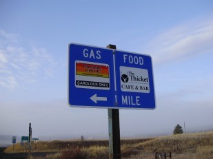 Image of an Oregon highway business sign