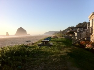 Image of Oregon Travel Experience highway business sign customer Sea Sprite Lodge at Cannon Beach