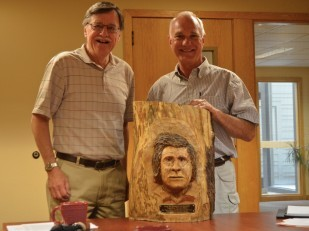 Image of Oregon Travel Experience's Jim Renner and Al Tocchini of the Oregon Heritage Tree Program