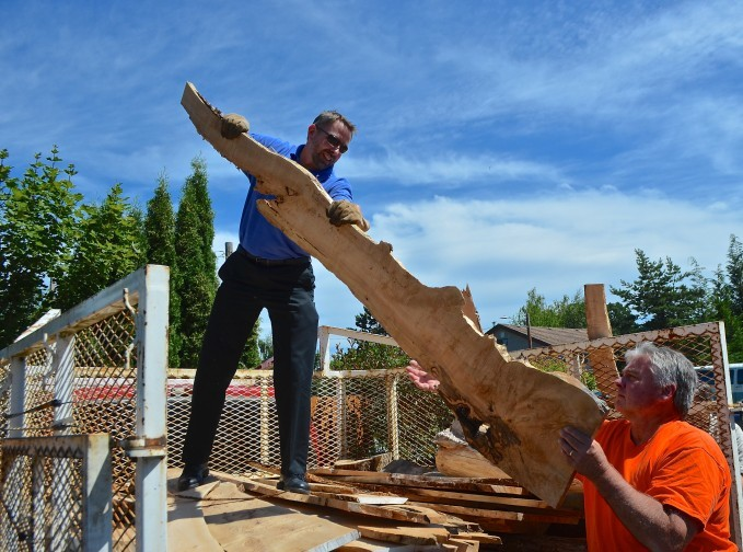 Image of Doug Grafe and newly elected Chair of the Oregon Heritage Committee Roger Brandt, unload milled lumber from the Barlow Tollgate Maple