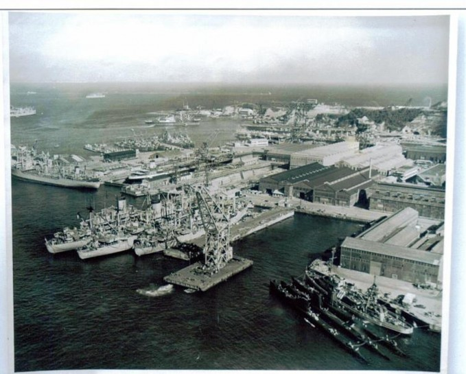 PH099_Shipyard,_Yokosuka_Japan_1960